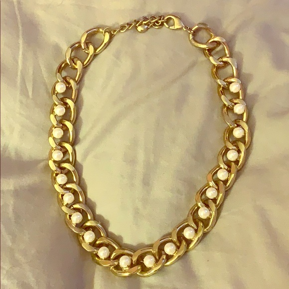 Forever 21 Jewelry - Gold chain with pearls